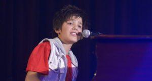 Henno William Performs Live